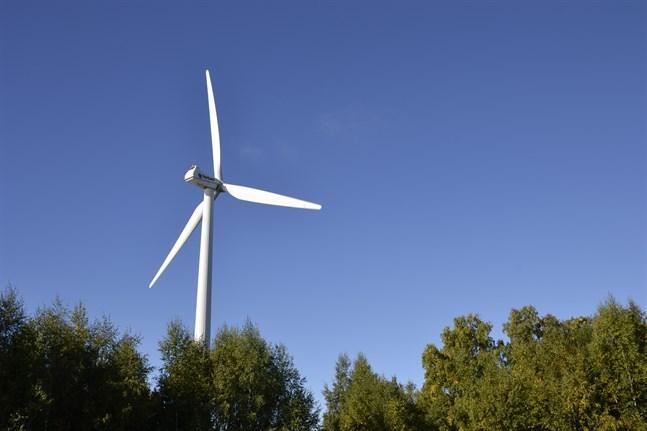 Öjvind har tjänat ut. En nedmontering är aktuell för Närpes första vindkraftverk i Nämpnäs fiskehamn.