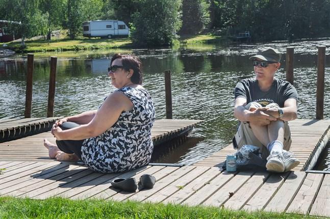 Arja och Esa Haataja från Kuopio bestämde sig för att besöka Österbotten under semestern. De har hittills hunnit besöka Fäboda under sin Jakobstadsvistelse.