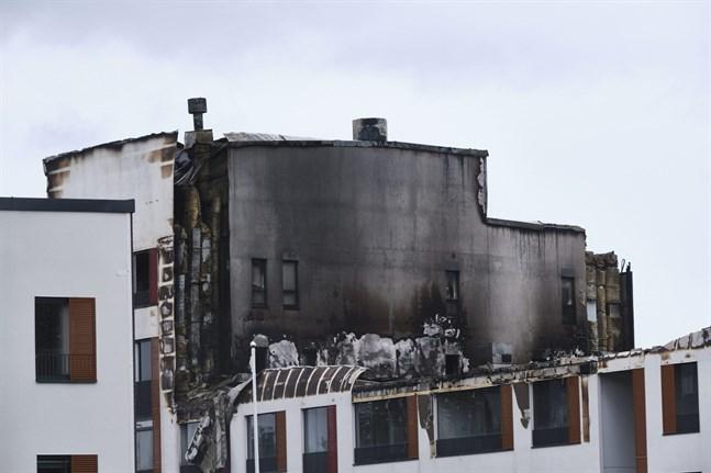Branden drabbade huskomplexets C- och D-trappor allra värst. Dit har ingen ännu ens fått återvända för att hämta mindre föremål.