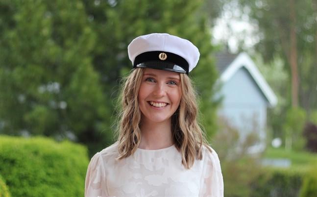 Sofia Finnström är en glad student. Hon har blivit antagen till utbildningslinjen för psykologi. Av 406 sökande blev 20 antagna.