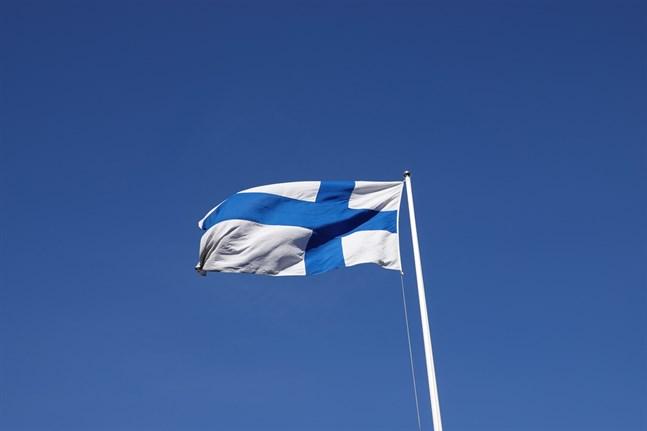 300 svenskar har ansökt om finländskt medborgarskap hittills i år, uppger SVT Uutiset.