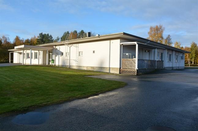 I Molpe finns industri- och arbetscentralen som är ett av Kårkullas dagcenter. En flytt har varit aktuell flera gånger.