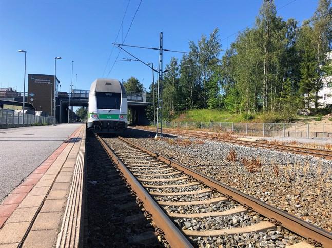 Restiden blir bara några minuter kortare efter renoveringen av järnvägen till Vasa men för helheten, anslutningstrafiken och punktligheten har det större betydelse.