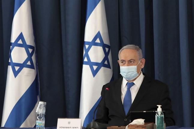 Stödet för Israels premiärminister Benjamin Netanyahu sjunker allt snabbare.