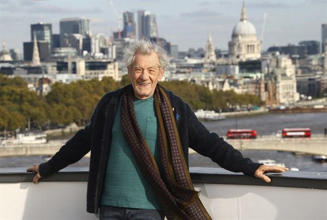 Den brittiske skådespelaren Sir Ian McKellen donerar 40000 pund till en krisfond som inrättats i syfte att hjälpa brittiska scenarbetare. Arkivbild.