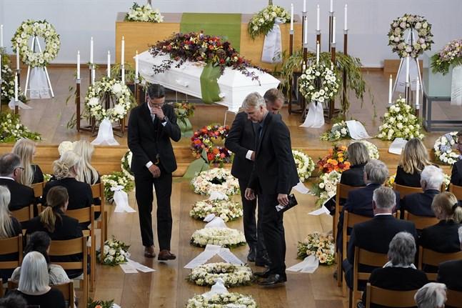 Äldre som yngre norska alpina stjärnor tog tillsammans med släkt och vänner farväl av Finn Christian Jagge i Nordstrand kyrka i Oslo.