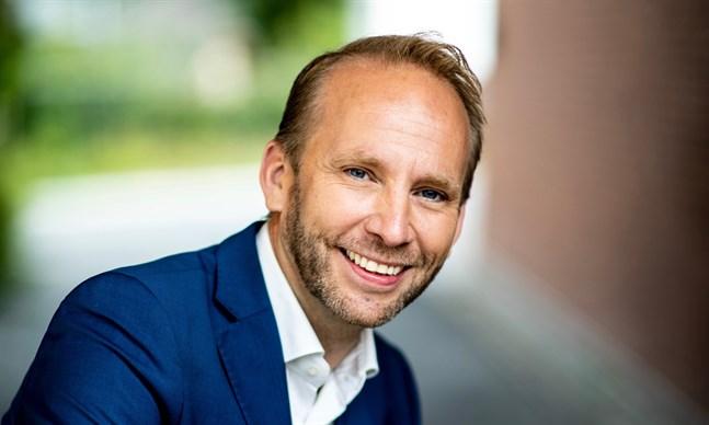 """Erik-André Hvidsten kommer snart till Finland för att framföra sånger som finns med på hans nya skiva, """"Min finlandssvenska sångbok del 2""""."""