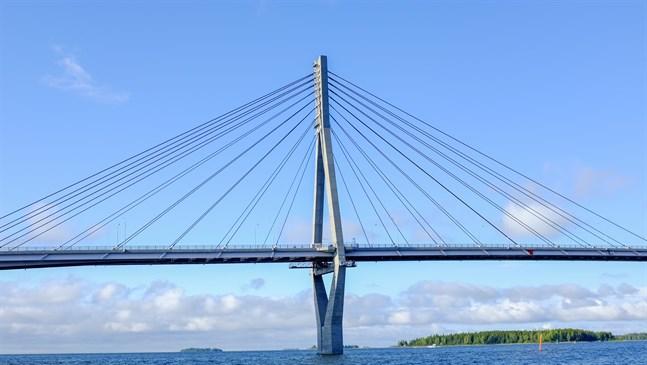 En eventuell bro över Kvarken kommer att utredas grundligt.