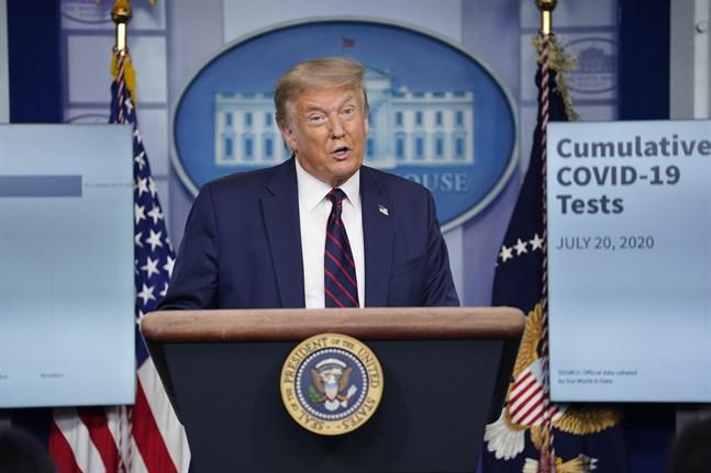 President Donald Trump uppdaterar USA om virusläget.