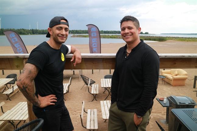 Lennart Diago och Kenneth Morales hoppas på bra väder under lördagen men säger att de är har ett stort tält ifall det regnar.