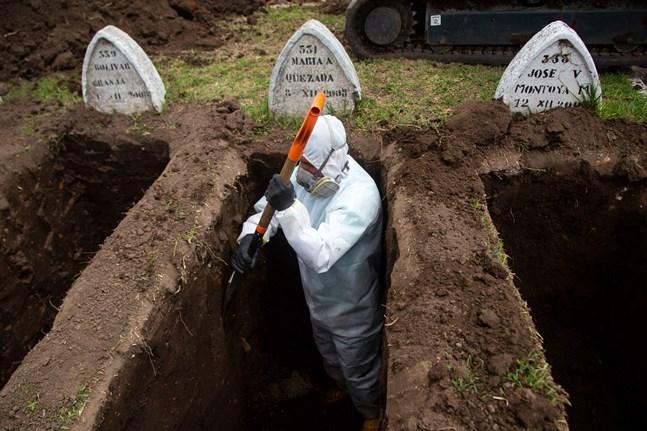 Artikelskribenten har tillbringat många timmar framför tevens nyhetsinslag om coronaviruset. Bilden är från Quito i Ecuador.