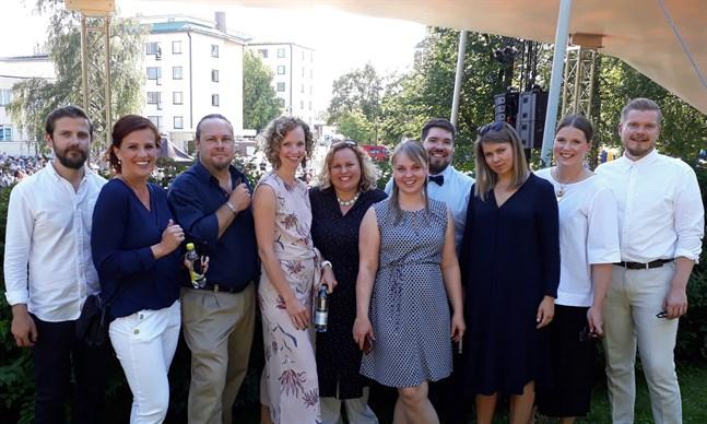 Mrs. Bighill Singers på öppningen av 2019 års Jakobs dagar. Från vänster i bild Anders Sjölind, Heidi Storbacka (ledare), Rasmus F Forsman, Rebecca KM Ekman, Sarah Tiainen, Sofie Björkholm, Mattias Björkholm, Fanny Sjölind, Daniela Strömsholm och Staffan Strömsholm.
