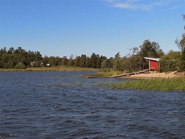 Badförbud råder nu på Vedholmen i Sideby.