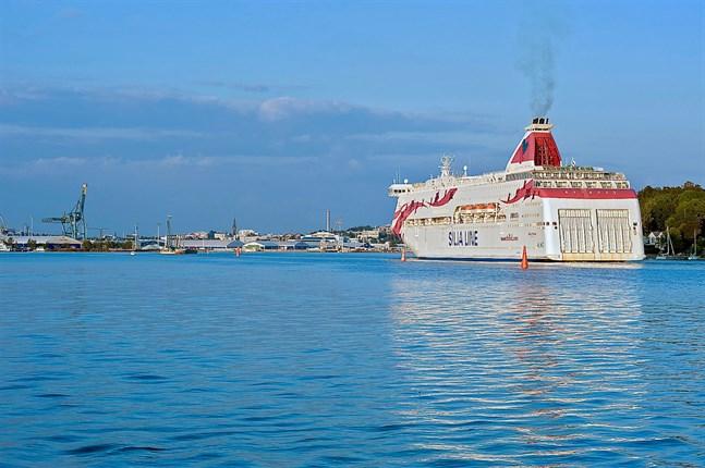 Bland annat i Åbo hamn har många svenska turister synts till.