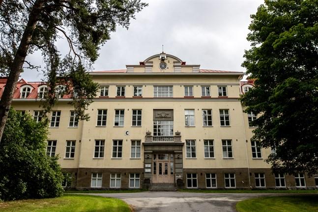 Psykiatriska enheten på Roparnäs har länge haft problem med bemanningen. Det lyfter Institutet för hälsa och välfärd upp som ett bekymmer.
