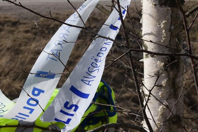 En äldre man hittades död i skogen i Koskenperä på lördagen.