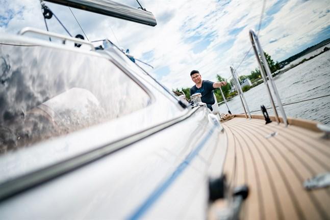 """Östen Karlsson beskriver Blue Dream som """"en jättefin båt"""". Förhoppningen är att kunna tillverka fler yachter av samma modell."""
