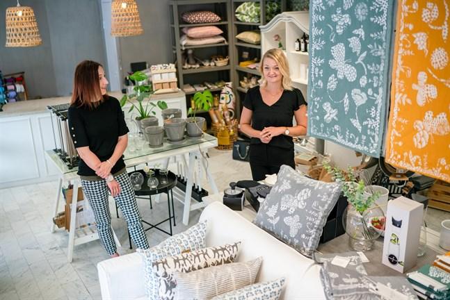 Mycket förberedande arbete att ta över affär samt starta nätbutik, konstaterar Jenny Stenvall-Nyfeldt och Lina Karlsson.