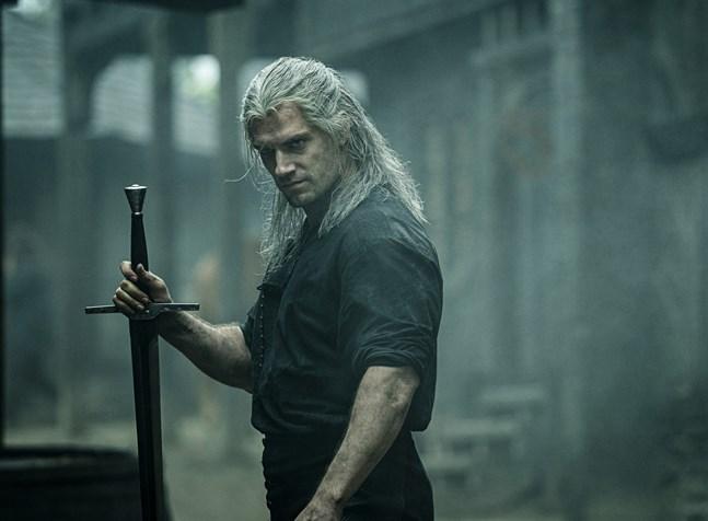 """Henry Cavill spelar huvudrollen som Geralt i Netflixserien """"The witcher"""". Serien får nu en uppföljare. Pressbild."""