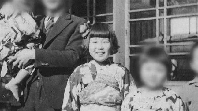 Keiko Ogura tillsammans med sin familj 1946, året efter atombomben som förändrade tillvaron för gott.