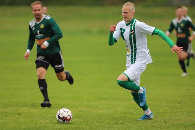 Pietro Kytölaakso (vit tröja) gjorde KPV Akatemias 3–1-mål.