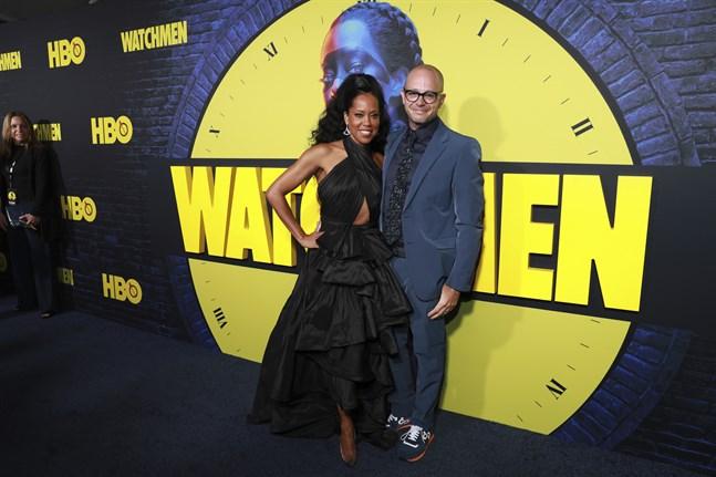 """""""Watchmen""""-skådespelaren Regina King och seriens skapare Damon Lindelof kan se fram emot årets Emmygala – miniserien har flest nomineringar, 26 stycken. Arkivbild."""