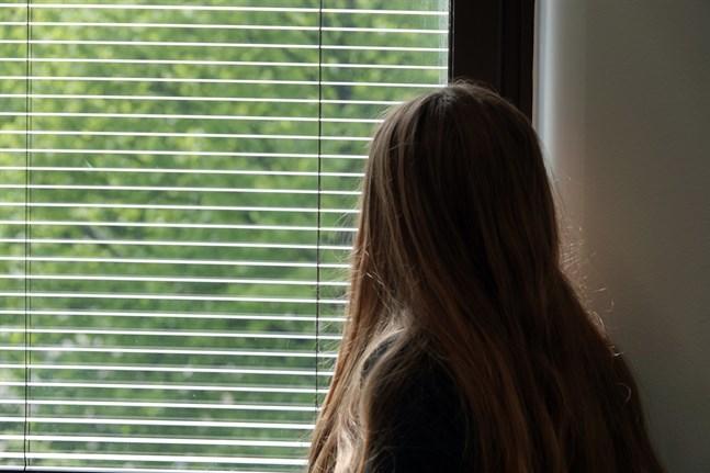 Fall där en person fallit offer för människohandel och utnyttjats som arbetskraft utreds sällan. Om det utreds går det för långsamt, säger Brottsofferjouren.