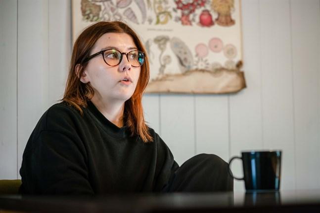 Nya socialhandledaren Hanna Lagerström har sedan maj bekantat sig med Jakobstadsregionens skolor och aktörer inom rusmedelsvård.