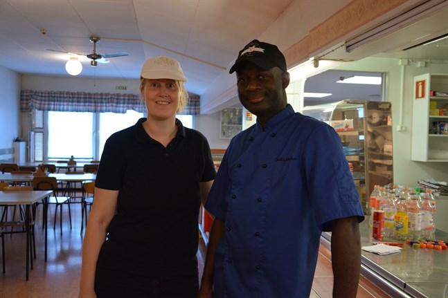 Lotten och Oneil Walker tar över serveringen i Närkos matsal från och med nästa vecka, då personalen återvänder till jobbet efter semestrarna.