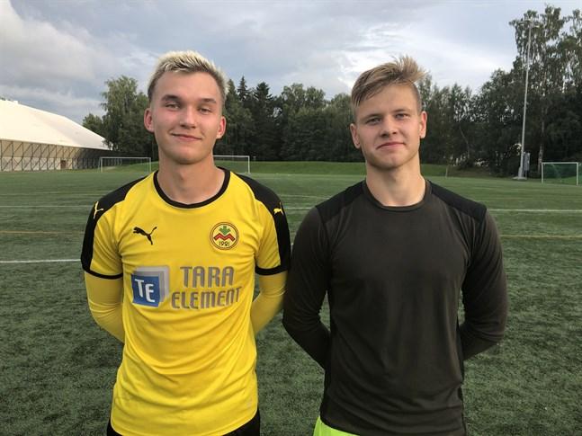Rasmus Wassborr (t.v) gjorde hattrick för Myran. Joas Snellman gjorde en bra insats i Jaros mål och noterades för dussinet strålande räddningar.