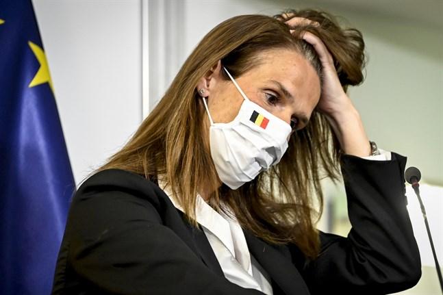 Belgiens premiärminister Sophie Wilmès under en presskonferens där de nya virusrestriktionerna i landet diskuterades.