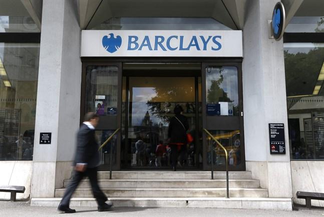 Storbanken Barclays investmentverksamhet fick ett lyft från handel med räntor, valutor och råvaror under första halvåret, men oväntat stora avsättningar för att täcka kreditförluster i coronakrisens spår tynger resultatet. Arkivbild