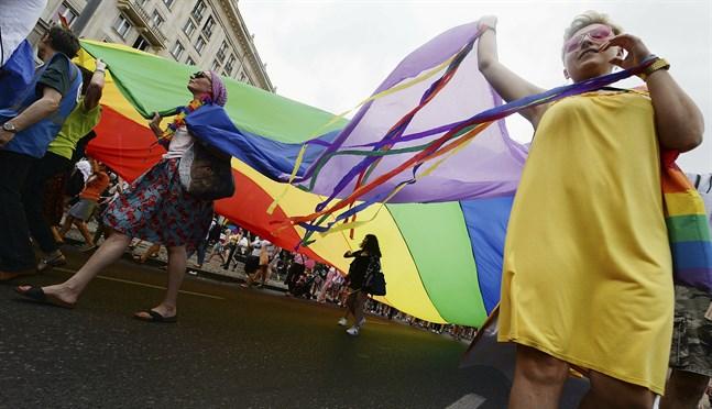 Polska orter med hbtq-fientlig politik har nekats EU-bidrag. På bilden Pridefirande i huvudstaden Warszawa sommaren 2019.