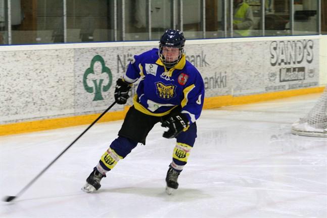 Anfallaren Kevin Snickars fortsätter även nästa säsong i Kraft hockey.