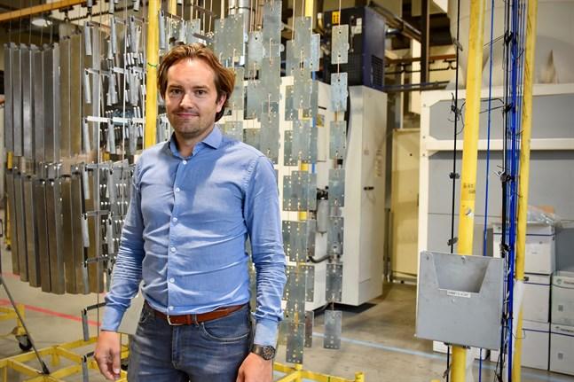 Tommy Löfs, vd för företaget Löfs i Larsmo tar inte ut någon oro för en eventuell andra coronavåg i förväg. – Vi vet först i september hur vi klarar oss i år. Samtidigt har vi investeringar på gång och ser positivt på framtiden.