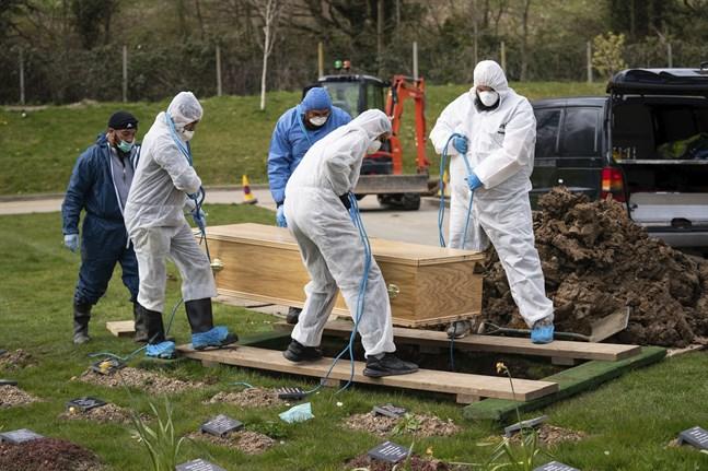 En tonåring som testats positivt för coronaviruset begravs i Chislehurst i april. Hans familj var isolerade och kunde inte närvara.
