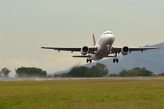 Flygtrafiken har minskat avsevärt sedan april.