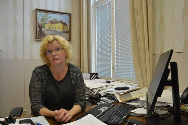 Målet är det samma men vägarna att nå dit har varit olika, säger stadsdirektör Minna Nikander i Kaskö, som konstaterar att det  blivit vanligare att förtroendet för kommundirektörer prövas.