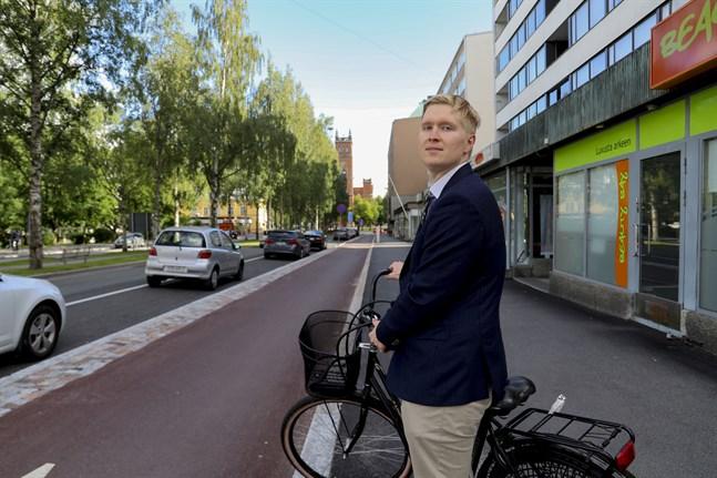 Jaakko Koskela är ordförande för Samlingspartiets unga i Vasa. Och innan det var han sekreterare och viceordförande. I vår hoppas han på en plats i stadsfullmäktige.