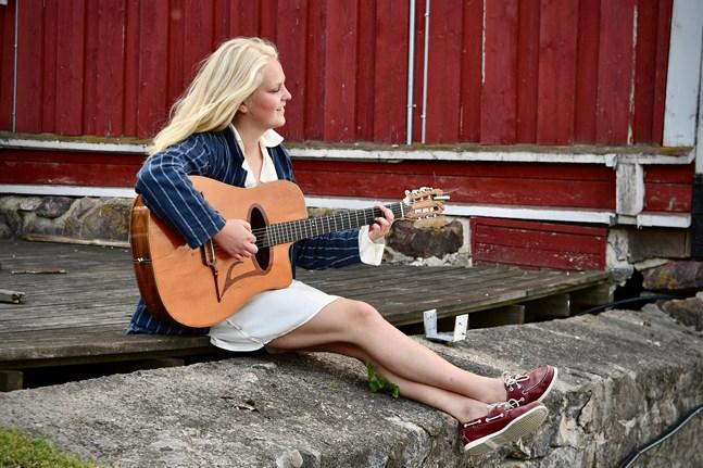 Var Tove Ljungqvist kommer att bo i framtiden är fortfarande oklart, men så länge hon har musiken vid sin sida så är hon nöjd.