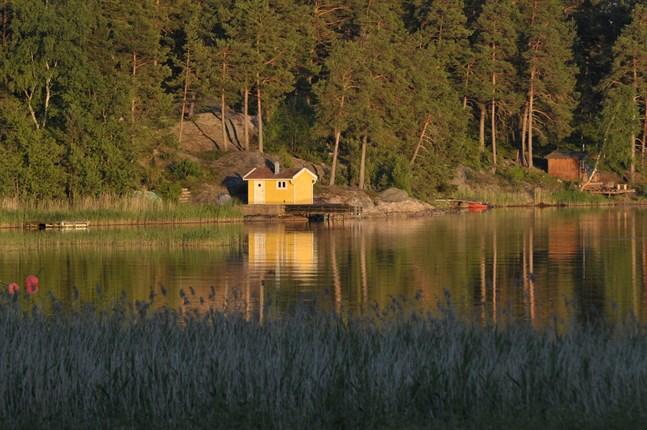 Coronavåren fick finländare att vända blickarna mot det egna hemlandet och allt fler är nu intresserade av att köpa sig en egen sommarstuga.
