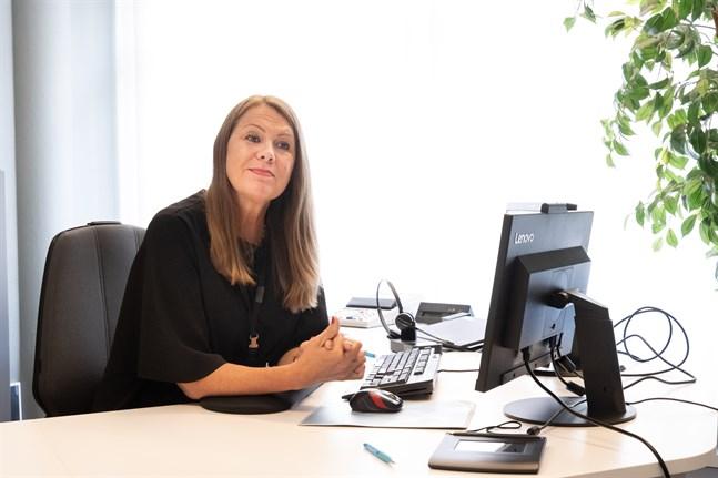 Pia Utriainen tillhör riskgruppen och fick snabbt tillåtelse att jobba på distans i början av våren.