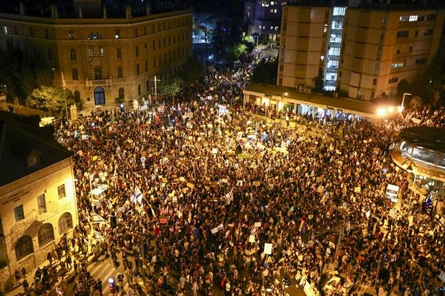 Demonstration utanför den israeliske premiärministern Netanyahus residens i Jerusalem på lördagen.