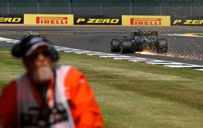 Mercedesföraren Valtteri Bottas drabbades av punktering.