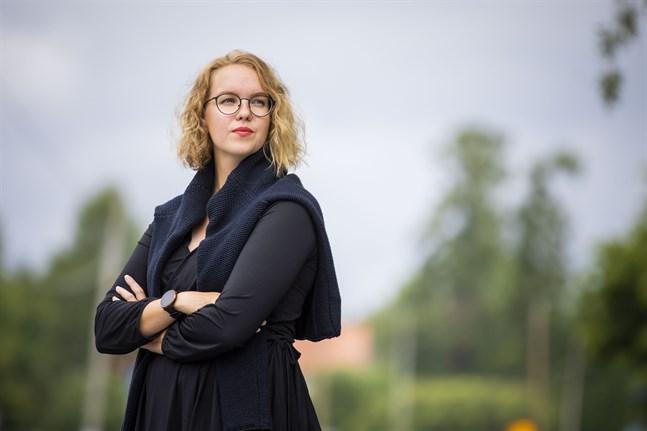 Ida-Maria Skytte (SFP) är för tillfället Korsholms kommunfullmäktiges och kommunstyrelses yngsta ledamot. Nu jobbar hon som riksdagsassistent i Helsingfors.