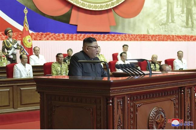 I en hemligstämplad FN-rapport som nyhetsbyrån Reuters har tagit del av påstås det att Kim Jong-Un och Nordkorea fortsätter att utveckla kärnvapen, trots sanktioner. Arkivbild.