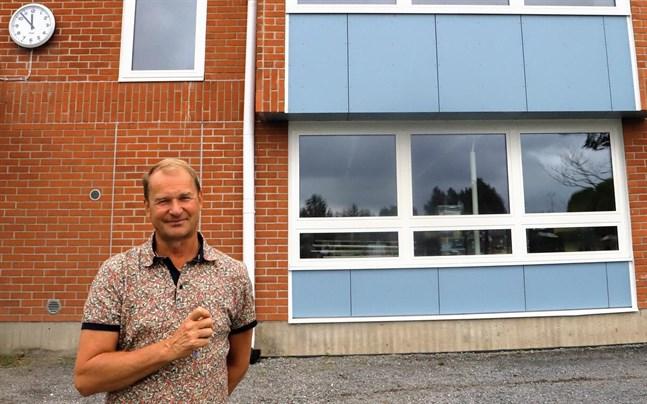 Göran Backman slutar som rektor för Centrumskolan i Oravais.