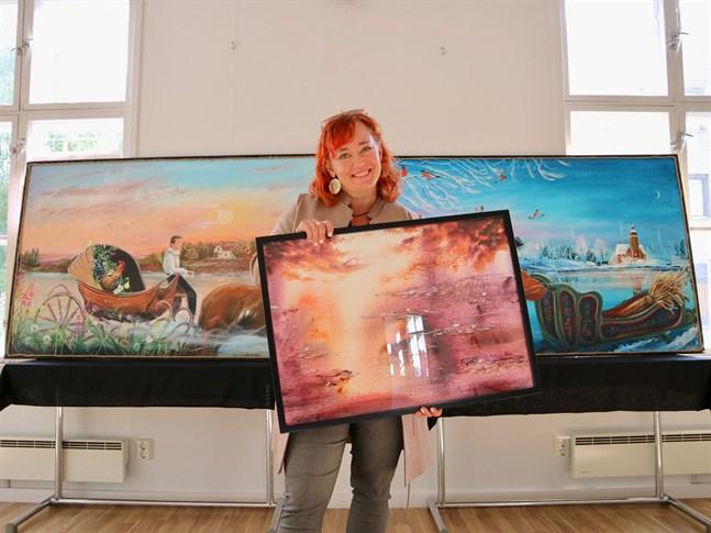 Ann-Sofie Eriksson målar i både akvarell och akryl. Nu ställer hon ut sina verk i Rådhusgalleriet i Nykarleby.