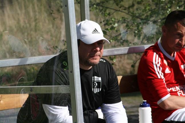 Korsnäs FF:s tränare Tomislav Krstevski har en del att fundera på efter att laget nu har fem raka matcher utan seger.