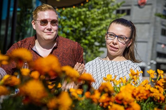 Teemu Koitto och Jenna Vanhanen från Vasa kommer inte att börja använda munskydd trots rekommendation så länge antalet smittade i Vasa hålls nere.